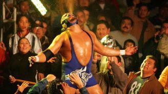 Silver King hace su entrada al ring