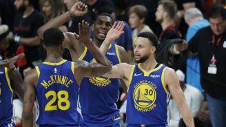 Los jugadores de los Warriors celebran el triunfo