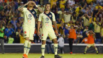 Nico Castillo y Mateus Uribe en lamento durante el duelo ante León