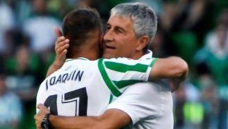 Joaquín y Setién se abrazan después de un partido