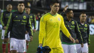 Hugo González durante un juego con México