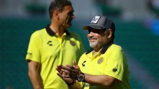 Maradona aplaude en una práctica de Dorados