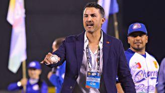 Edgar González durante un evento de beisbol