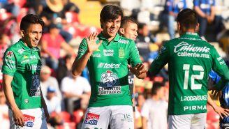 León festeja gol José Juan Macías