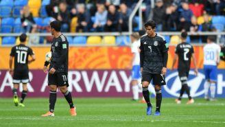 Macías durante el partido contra Italia