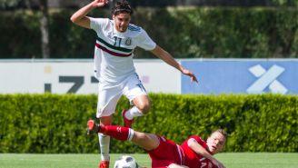 Paolo Yrizar y Stefan Gartenmann disputan la pelota