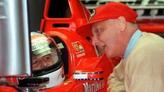 Niki Lauda saluda a Schumacher en 1998
