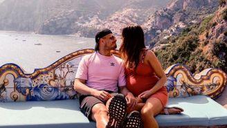 Javier Hernández y Sarah Kohan disfrutan de sus vacaciones