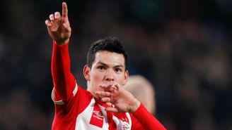 Hirving Lozano festeja un gol con el PSV