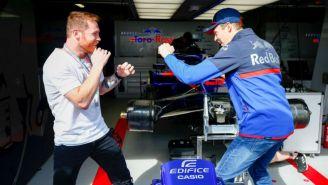 Canelo y Daniil Kvyat se divierte en el garaje de Toro Rosso