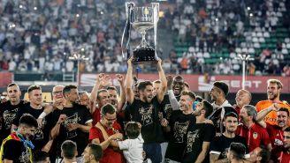 Jugadores del Valencia festejando su título de Copa