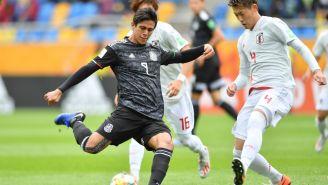 Macías durante el partido contra Japón