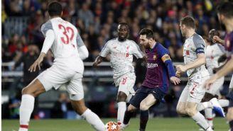 Messi es perseguido por Milner y varios compañeros del Liverpool