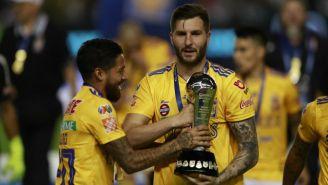 Gignac con el trofeo del Clausura 2019