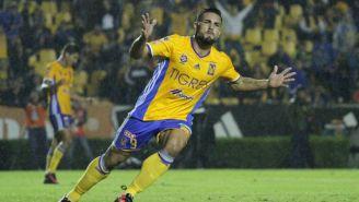 Andy Delort festeja un gol con Tigres en el Apertura 2016