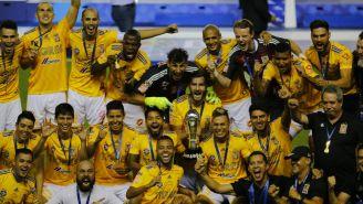 Jugadores de Tigres festejando el título