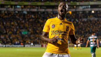 Enner Valencia festeja un gol con Tigres
