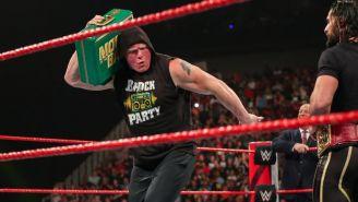 Brock Lesnar porta el maletín como grabadora