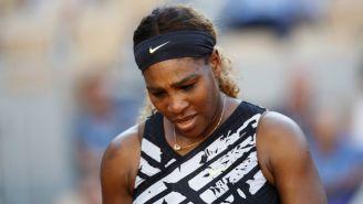 Serena Williams, cabizbaja tras perder en Roland Garros