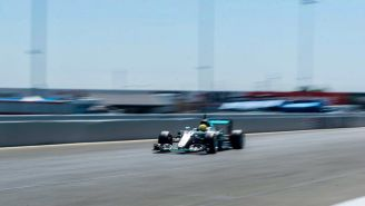 Esteban Gutiérrez en el monoplaza  W07 de Mercedes