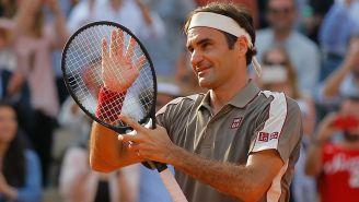 Roger Federer celebra su triunfo contra Stan Wawrinka
