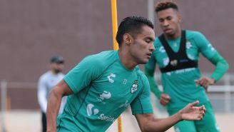 Gallito Vázquez en un entrenamiento con Santos Laguna