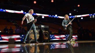 Hetfield y Hammett practican en el Oracle Arena
