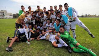 Los jugadores de Pumas festejan tras avanzar a la Final de Tercera División
