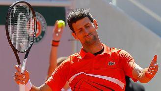 Novak Djokovic se lamenta durante Semifinal de Roland Garros