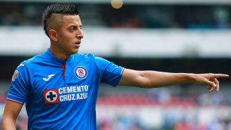 Roberto Alvarado da indicación en juego de Cruz Azul