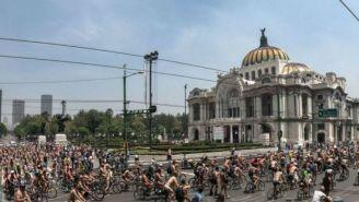 Ciudadanos participan en la Rodada Mundial Ciclista al Desnudo 2019