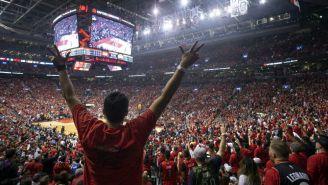 Aficionados de Toronto durante el Juego 2 de las Finales de la NBA