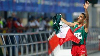 Juan Luis Barrios festeja después de un triunfo