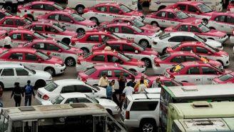 Taxistas se manifiestan contra aplicaciones de autos particulares