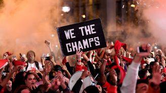 La ciudad de Toronto festeja el título de los Raptors en la NBA