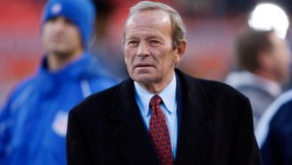 Pat Bowlen, durante un juego de los Broncos