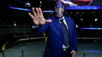 Blue Demon Jr. posa en la Arena Ciudad de México
