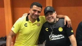 Martínez y Maradona posan para la fotografía