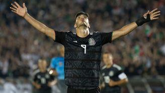 Raúl Jiménez festeja gol con la Selección Mexicana
