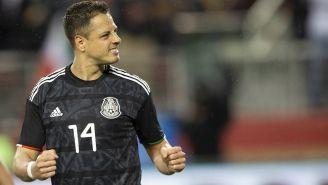 Chicharito durante un partido de la Selección Mexicana