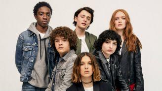 Protagonistas de Stranger Things posan para una foto