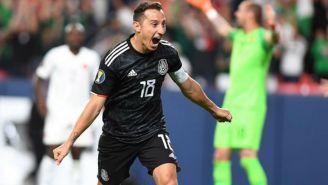 Guardado celebra uno de sus goles contra Canadá