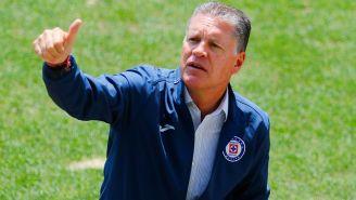 Peláez hace una señal de aprobación en La Noria
