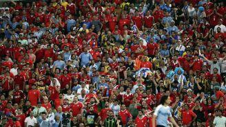 Aficionados viendo un partido de la Copa América