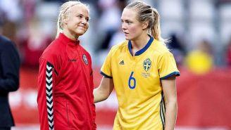 Pernille Harder y Magdalena Eriksson en un partido de clasificación