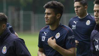 Ulises Dávila en entrenamiento con Chivas