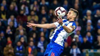 Herrera controla el balón en un partido