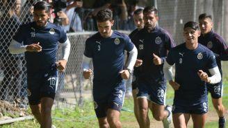 Alanís y sus compañeros en una práctica de Chivas