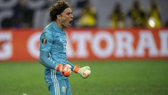 Ochoa celebra haber parado un penalti en Copa Oro