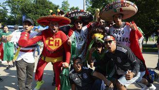 Aficionados mexicanos en las afueras del Soldier Field
